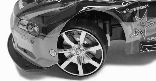 ラジコンカーのタイヤを削る
