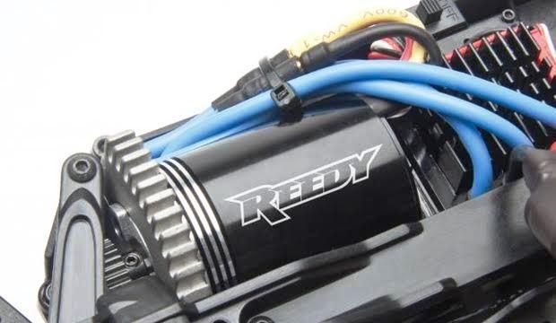 ドリフト ラジコンカーのモーターとアンプ